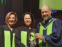 La TÉLUQ remet une distinction honorifique de Grand diplômé volet carrière à notre PDG, Mme Gertrude Bourdon.