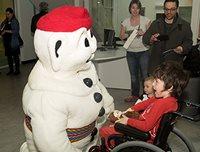 Visite de Bonhomme Carnaval au Centre mère-enfant Soleil.
